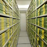 Film archive storage in DR-Byen, por DRs Kulturarvsprojekt (via Flickr)