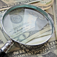 Magnify Glass and Money, por Images Money (via Flickr)