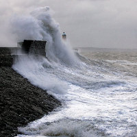 Porthcawl Harbour Storm, por Nick Russill (via Flickr)